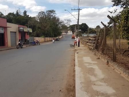 Prefeitura de Papagaios está executando a recuperação de meio-fios por toda a cidade
