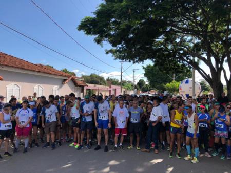 12ª Corrida Rústica de São Sebastião, em Papagaios, reuniu atletas de 25 cidades de MG