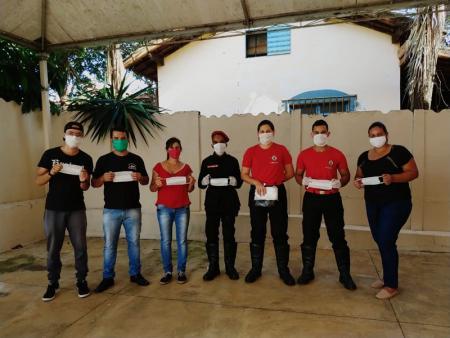 CRAS, de Papagaios, produz máscaras de proteção e distribui gratuitamente à população